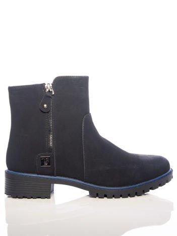 Czarne botki z niebieską lamówką