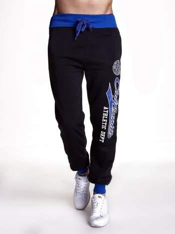 Czarne dresowe spodnie męskie z napisem CALIFORNIA i naszywką