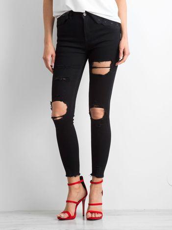 Czarne jeansy Damaged