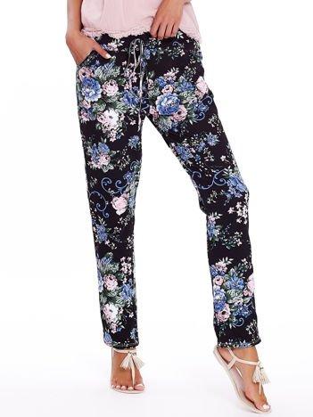 Czarne luźne kwiatowe spodnie