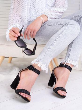 Czarne połyskujące sandały na wysokim słupku z eco zamszu