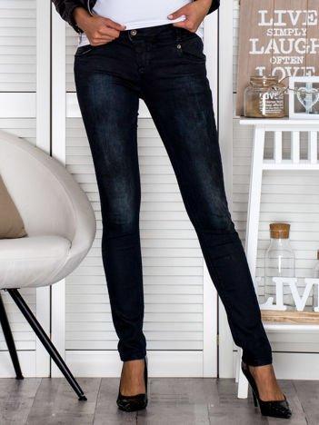 Czarne przecierane jeansowe rurki