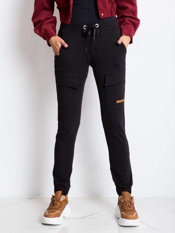 Czarne spodnie Attention