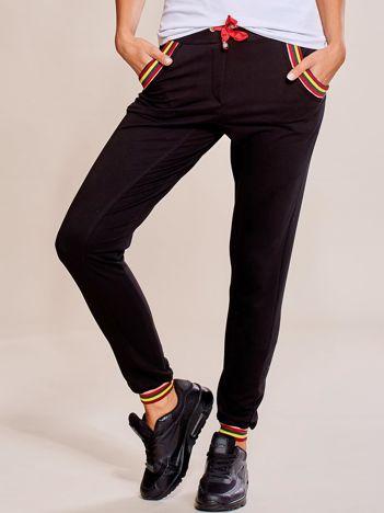 Czarne spodnie dresowe damskie rurki z kolorowymi ściągaczami