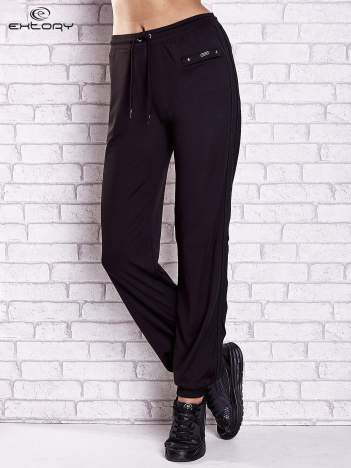 Czarne spodnie dresowe z kieszonką i ściągaczami