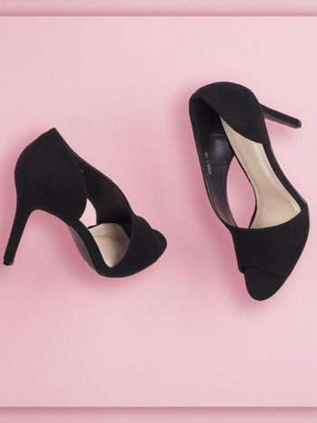 Czarne wsuwane sandały na szpilkach z asymetryczną cholewką
