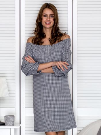 Czarno-biała sukienka w pepitkę z drapowaniem na rękawach
