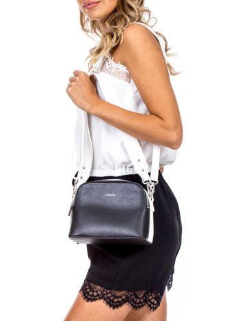 Czarno-biała torebka z szerokim paskiem