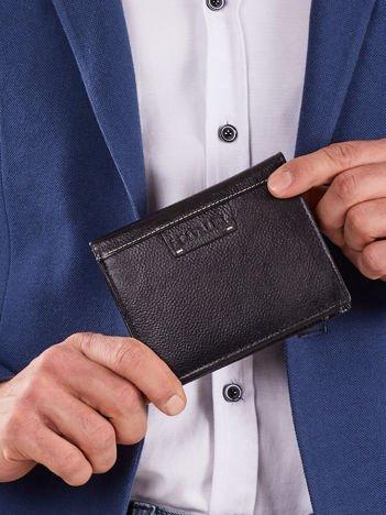 Czarny męski pionowy portfel ze skóry naturalnej