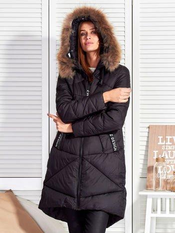 Czarny puchowy płaszcz z pikowaniem