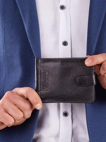 Czarny skórzany męski portfel z klapką
