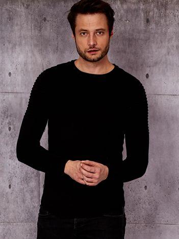 Czarny sweter męski w prążkowane moduły