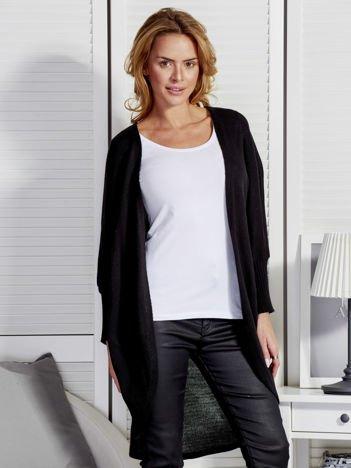 Czarny sweter z szerokimi ściągaczami