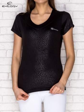 Czarny t-shirt o tłoczonej fakturze