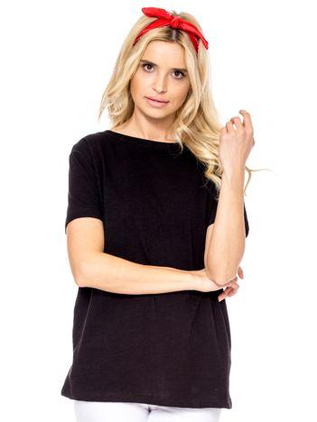 Czarny t-shirt z głębokim dekoltem z tyłu