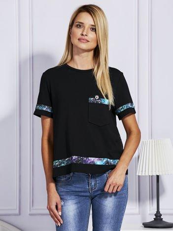 Czarny t-shirt z kolorowym wykończeniem