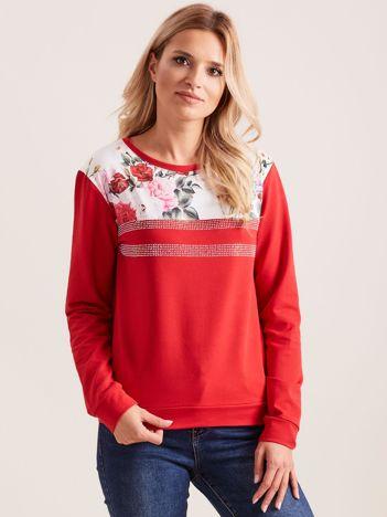 Czerwona bluza z aplikacją