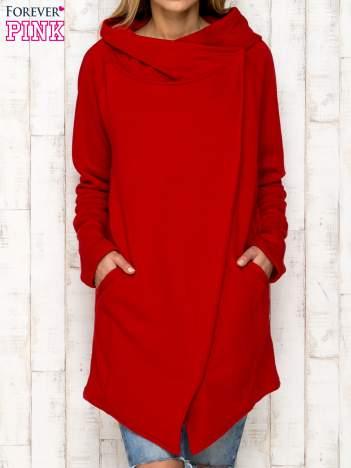 Czerwona bluza z kaskadowym dekoltem