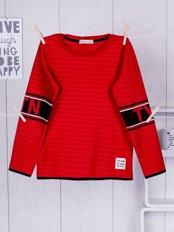 Czerwona bluzka dziecięca z nadrukiem na rękawach