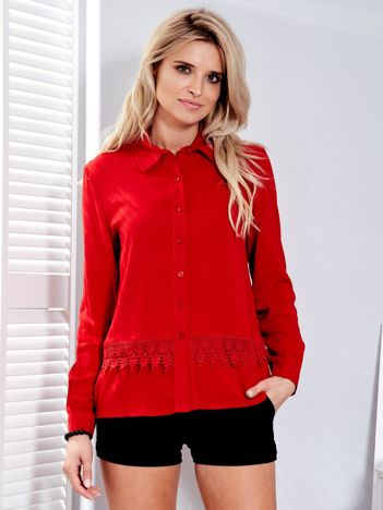 Czerwona koszula z koronkową lamówką