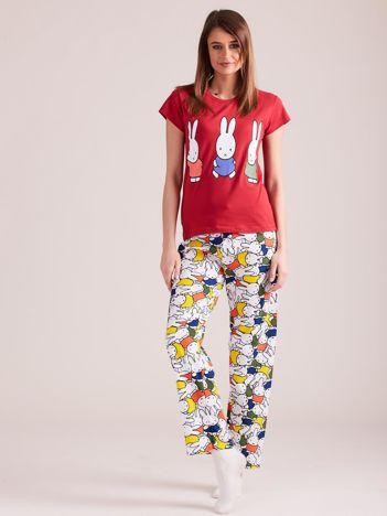 Czerwona piżama dwuczęściowa z nadrukiem królików