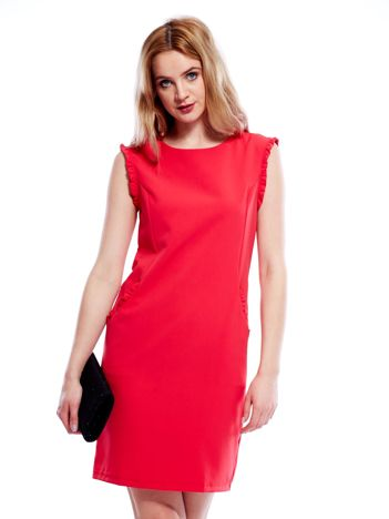 Czerwona sukienka z drobnymi falbankami