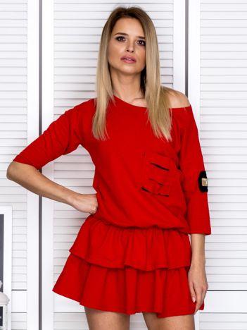 Czerwona sukienka z warstwowymi falbanami