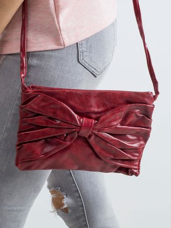 Czerwona torebka z kokardą
