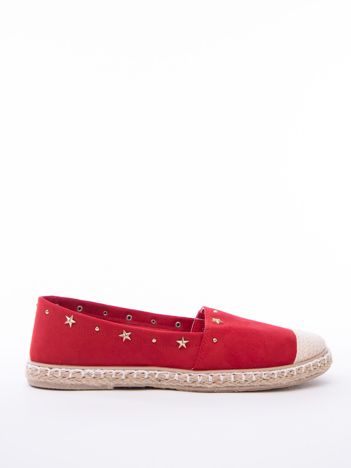 Czerwone espadryle ze złotymi gwiazdkami