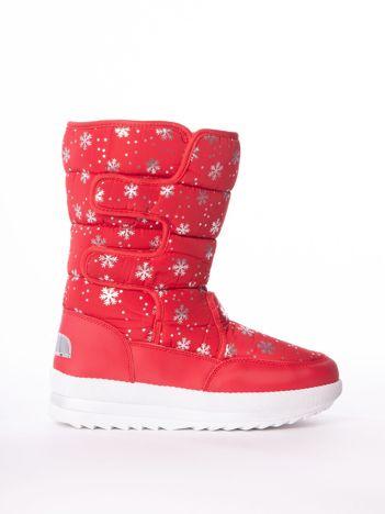 Czerwone pikowane śniegowce w srebrne gwiazdki