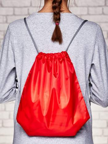 Czerwony plecak typu worek gładki