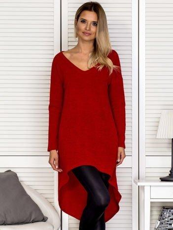 Czerwony sweter z dłuższym tyłem
