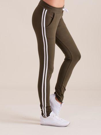 Damskie spodnie dresowe z lampasem khaki