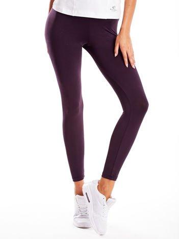 Długie ciemnofioletowe legginsy fitness o średniej grubości