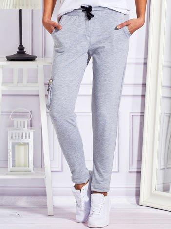 Dresowe spodnie z cekinowymi kieszeniami szare