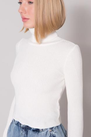 Ecru dopasowany sweter z golfem w prążek BSL