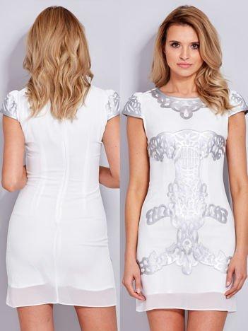 Ecru sukienka z ozdobnym skórzanym wzorem