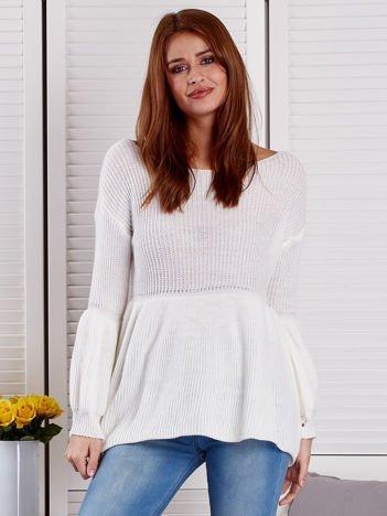 Ecru sweter z bufiastymi rękawami