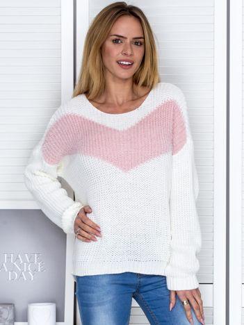 Ecru sweter z pastelowym modułem