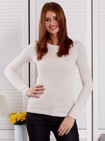Ecru sweter z plecionym splotem
