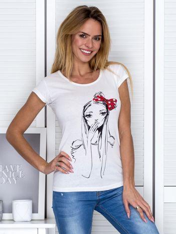 Ecru t-shirt z motywem dziewczyny