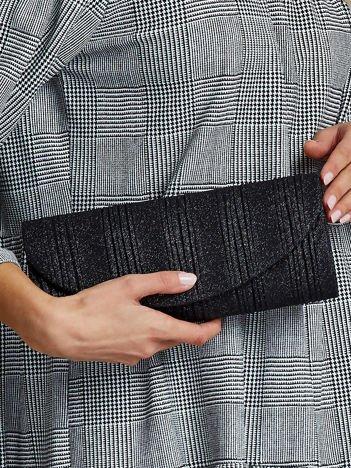 Elegancka kopertówka z ozdobnym plisowaniem czarna