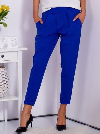 Gładkie kobaltowe spodnie ze zwężaną nogawką