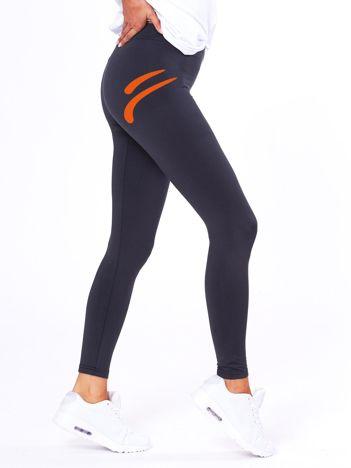 Grafitowe legginsy z kontrastowym nadrukiem