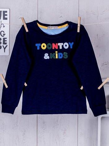 Granatowa bluzka dla chłopca z wyszywanym napisem