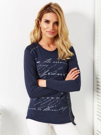 Granatowa bluzka z tekstowym printem