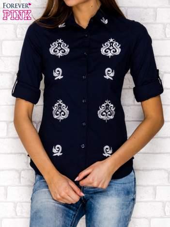 Granatowa koszula z ornamentowym haftem