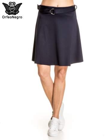 Granatowa trapezowa spódnica z paskiem z klamrą