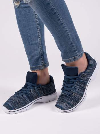 Granatowe melanżowe buty sportowe w paski na jasnej podeszwie