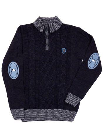 Granatowy sweter dla chłopca z łatami na łokciach